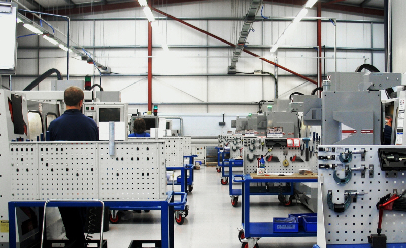 L'officina di High-Tech Engineering